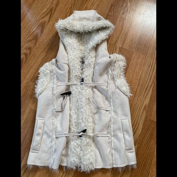 Glimmers faux fur vest with suede front/sweater M